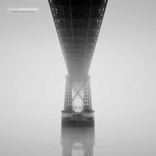 The bridge lost in the mist