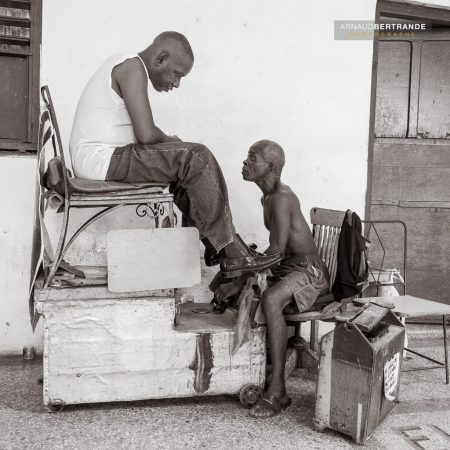 Cireur de chaussures à Cuba