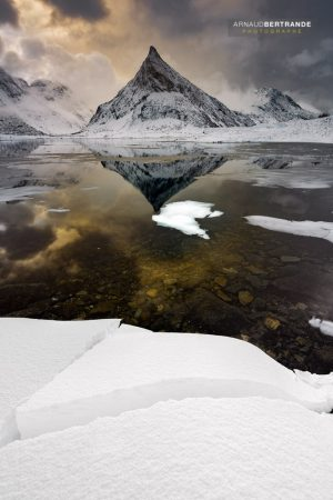 Montagne pointue à Fredvang #1