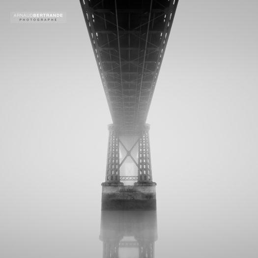 The bridge lost in the mist