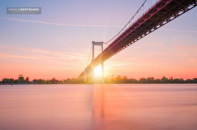 Pont d Aquitaine au coucher du soleil