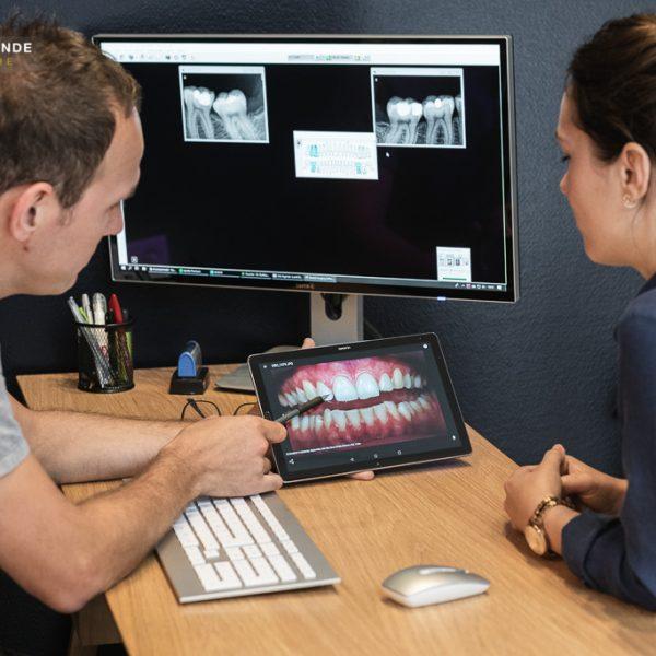 Dentiste avec son patient-Centre Dentaire Talence Saint-Genès